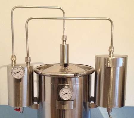 Destiladores modernos e profissionais em aço inoxidável